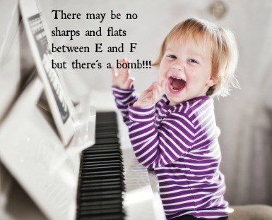 Baby-applauding-while-playing-piano